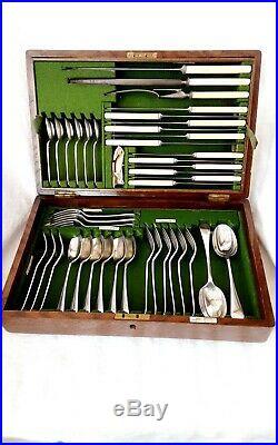 Canteen Of 1930's Walker & Hall Cutlery In Oak Case (41 Pieces)