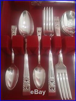 HAMPTON COURT Design ONEIDA COMMUNITY Silver Service 47 Piece Canteen of Cutlery