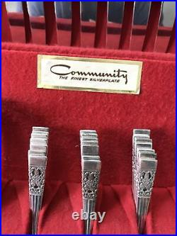 Oneida, Community Plate Coronation Silverware 60 Pieces silverplate flatware set