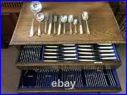 Stunning Oak Table Canteen Of 102 Pieces Of Silver Plated Dining Cutlery