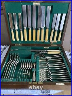 Vintage Walker & Hall Oak Canteen of Silver Plated Cutlery (42 pieces)