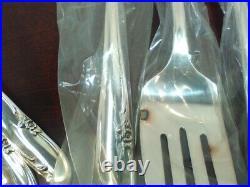 Wm Rogers Allure 106 Piece Set Silverplate Flatware Service with Box 1959